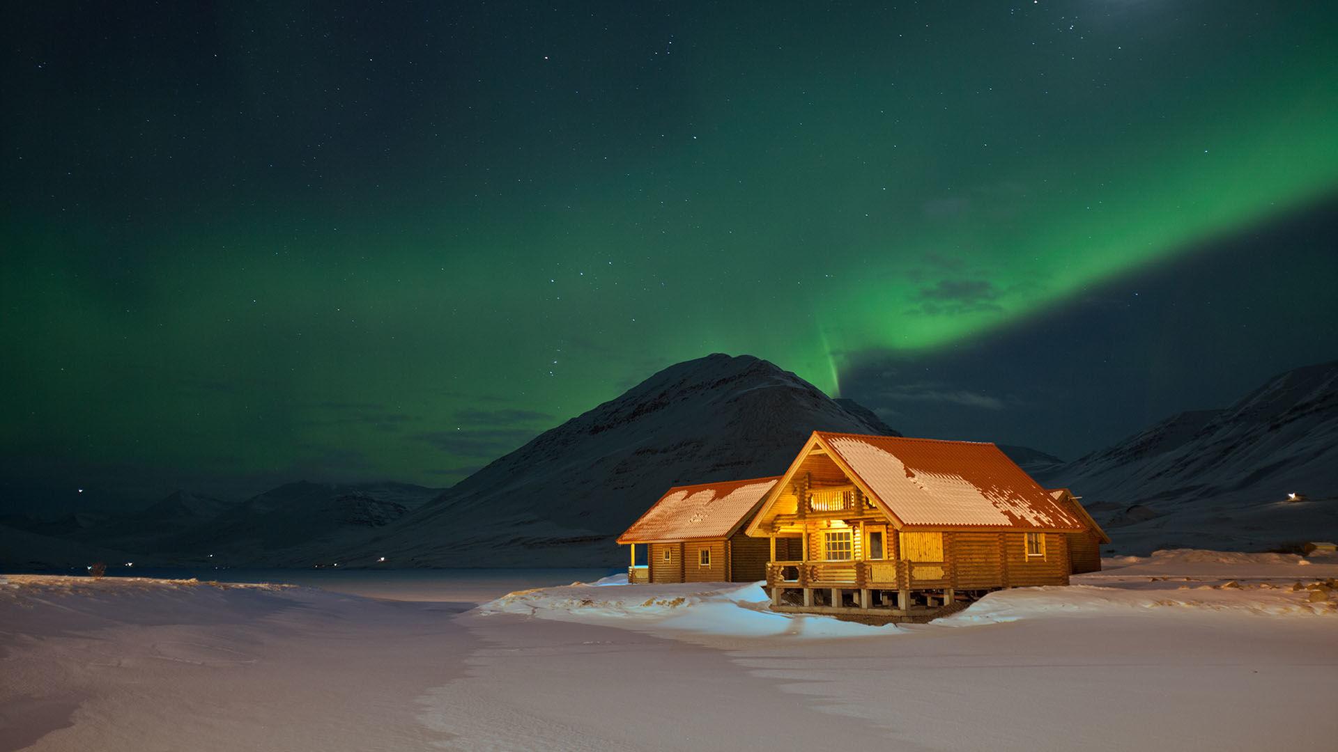 Skitourenreise Island Trollhalbinsel Alpinewelten Bergfuehrer Polarlicht