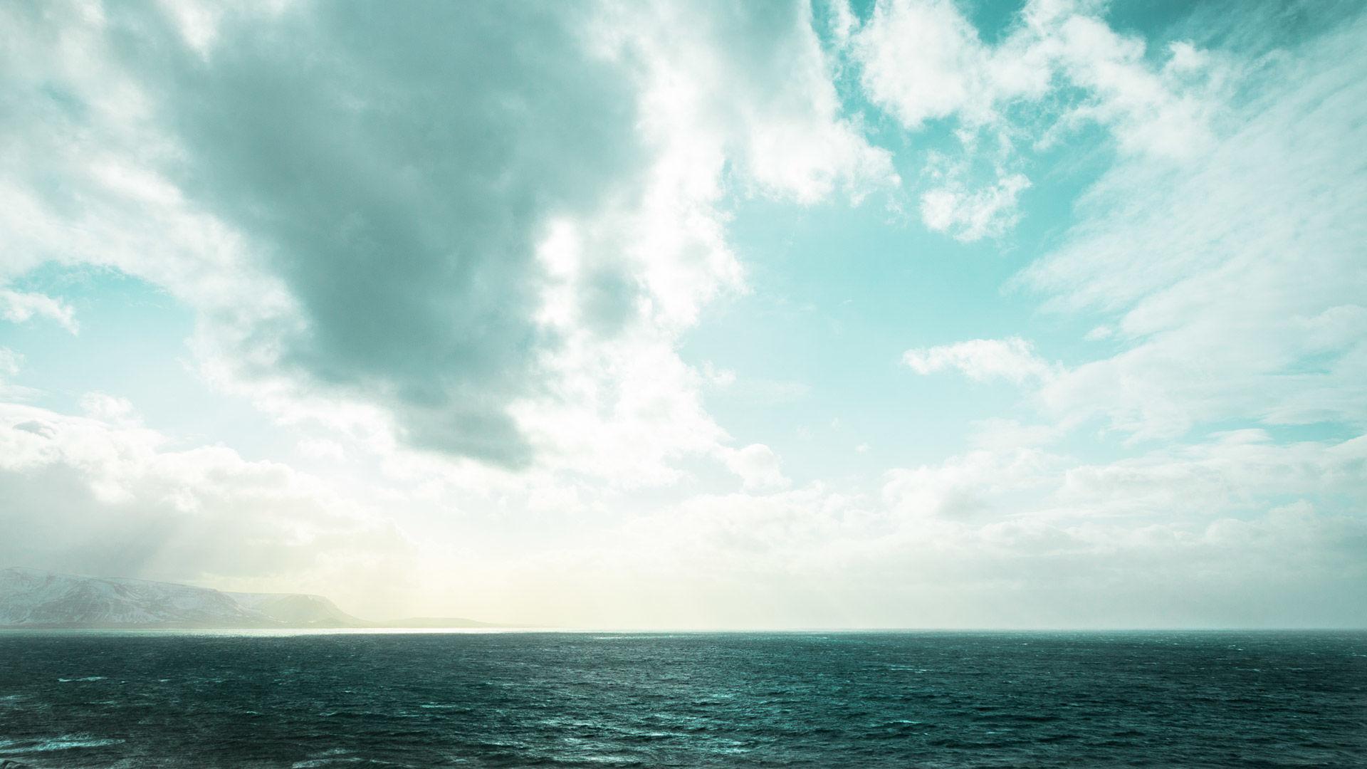 Wilde Szenerie Am Meer Beim Skitouren Gehen Auf Island