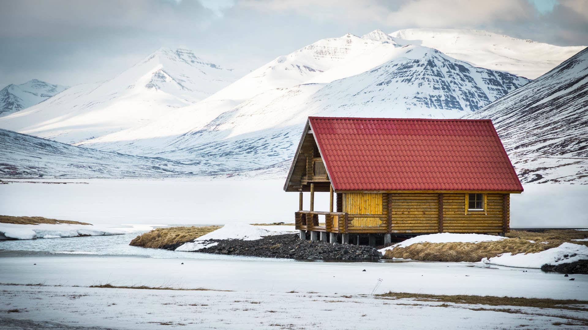 Skitourenreise Island Olafsfjordur Alpinewelten Bergfuehrer Lodge